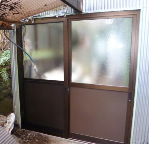 勝手口の交換(木製建具から店舗ドアへ)